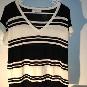 Liz claiborn black and white shirt
